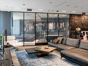 Kąpiele i sny za szkłem - Duży czarny salon, styl industrialny - zdjęcie od Homebook Design