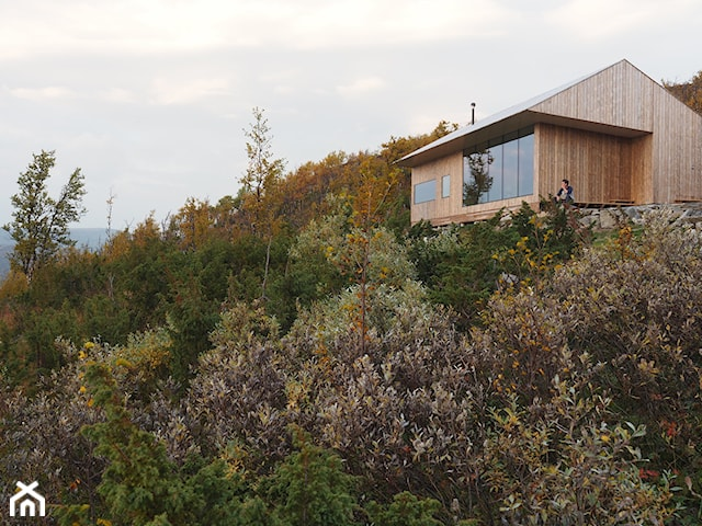 Drewniany dom za miastem