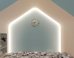 Dom w Szanghaju - Mały szary pomarańczowy pokój dziecka dla chłopca dla dziewczynki dla malucha dla nastolatka, styl nowoczesny - zdjęcie od Homebook Design