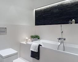 Sea Towers Nordic Apartment | REALIZACJA - Średnia biała beżowa czarna łazienka, styl nowoczesny - zdjęcie od GSG STUDIO | interiors & design