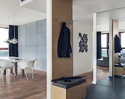 Sea Towers Nordic Apartment | REALIZACJA - Średni biały brązowy hol / przedpokój, styl nowoczesny - zdjęcie od GSG STUDIO | interiors & design