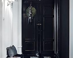 Apartament | Gdańsk Wrzeszcz | REALIZACJA - Mały biały czarny hol / przedpokój, styl klasyczny - zdjęcie od GSG STUDIO | interiors & design
