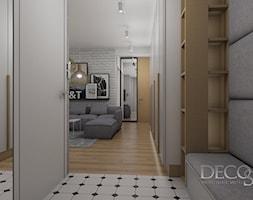 Hall w bieli szarosci i dębie - zdjęcie od decostory