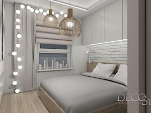 Sypialnia w bieli i dębie z biała cegłą w tle - zdjęcie od decostory