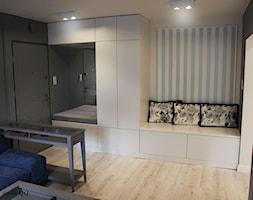 Mieszkanie 50 m2 - Myszków - Mały szary hol / przedpokój, styl prowansalski - zdjęcie od Natalia Lenarczyk