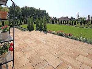 Polbruk Teriso - Duży ogród za domem, styl tradycyjny - zdjęcie od Polbruk