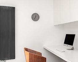 Kancelaria adwokacka - Małe białe biuro kącik do pracy, styl nowoczesny - zdjęcie od Home Plan projektowanie wnętrz Joanna Mielczarek