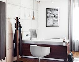 Kancelaria adwokacka - Małe białe biuro pracownia, styl nowoczesny - zdjęcie od Home Plan projektowanie wnętrz Joanna Mielczarek