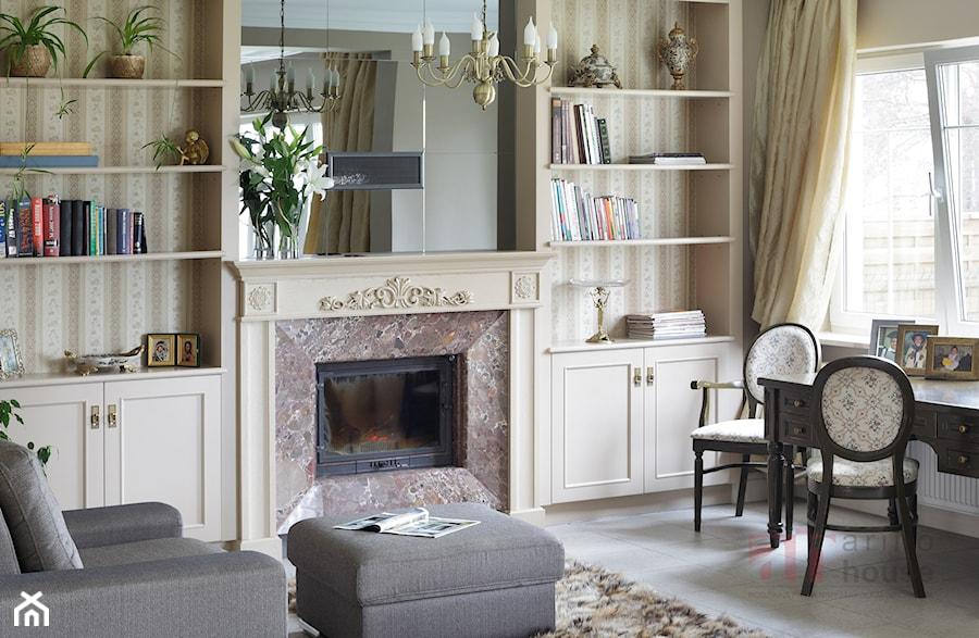 Aranżacje wnętrz - Biuro: Biblioteka - Arino House. Przeglądaj, dodawaj i zapisuj najlepsze zdjęcia, pomysły i inspiracje designerskie. W bazie mamy już prawie milion fotografii!