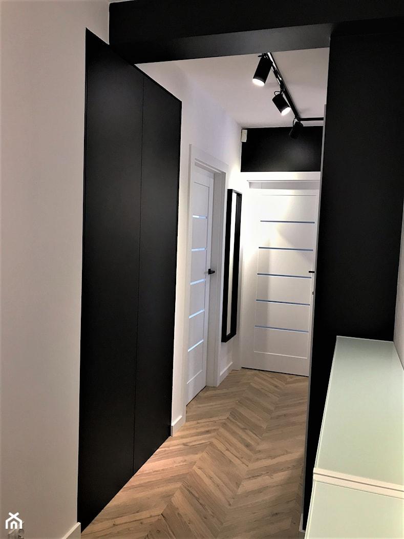 Industrialne łazienki w bloku - realizacja projektu - Hol / przedpokój, styl nowoczesny - zdjęcie od DekoDeko - Homebook