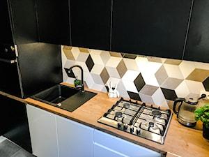 Realizacja kuchni w bloku z lat 80-tych - Mała zamknięta kuchnia jednorzędowa, styl eklektyczny - zdjęcie od DekoDeko