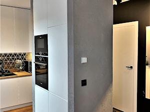 Niewielki dom na Maślicach - realizacja projektu - Średnia zamknięta szara czarna kuchnia jednorzędowa, styl nowoczesny - zdjęcie od DekoDeko