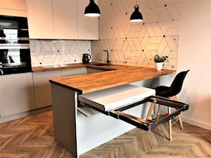 Realizacja - kuchnia na Nowych Żernikach - Średnia biała kuchnia w kształcie litery u w aneksie z wyspą, styl nowoczesny - zdjęcie od DekoDeko