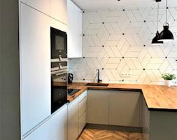 Realizacja - kuchnia na Nowych Żernikach - Średnia biała kuchnia w kształcie litery u w aneksie z wy ... - zdjęcie od DekoDeko - Homebook