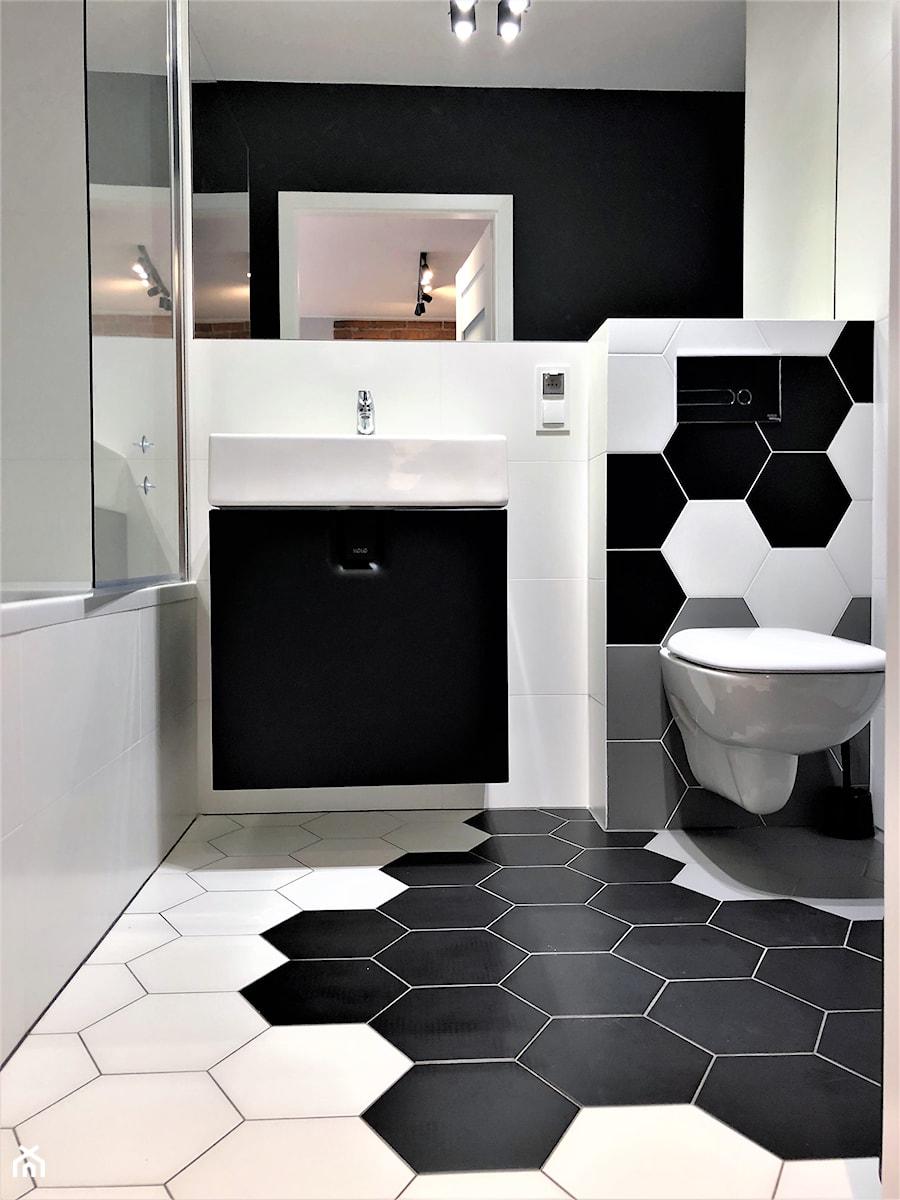 Realizacja - oryginalne mieszkanie na wynajem - Średnia czarna łazienka w domu jednorodzinnym bez okna, styl nowoczesny - zdjęcie od DekoDeko