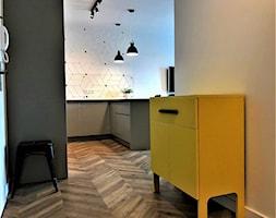 Realizacja na Nowych Żernikach, 3 p. 54 m2 - salon - Średni beżowy hol / przedpokój, styl skandynawski - zdjęcie od DekoDeko