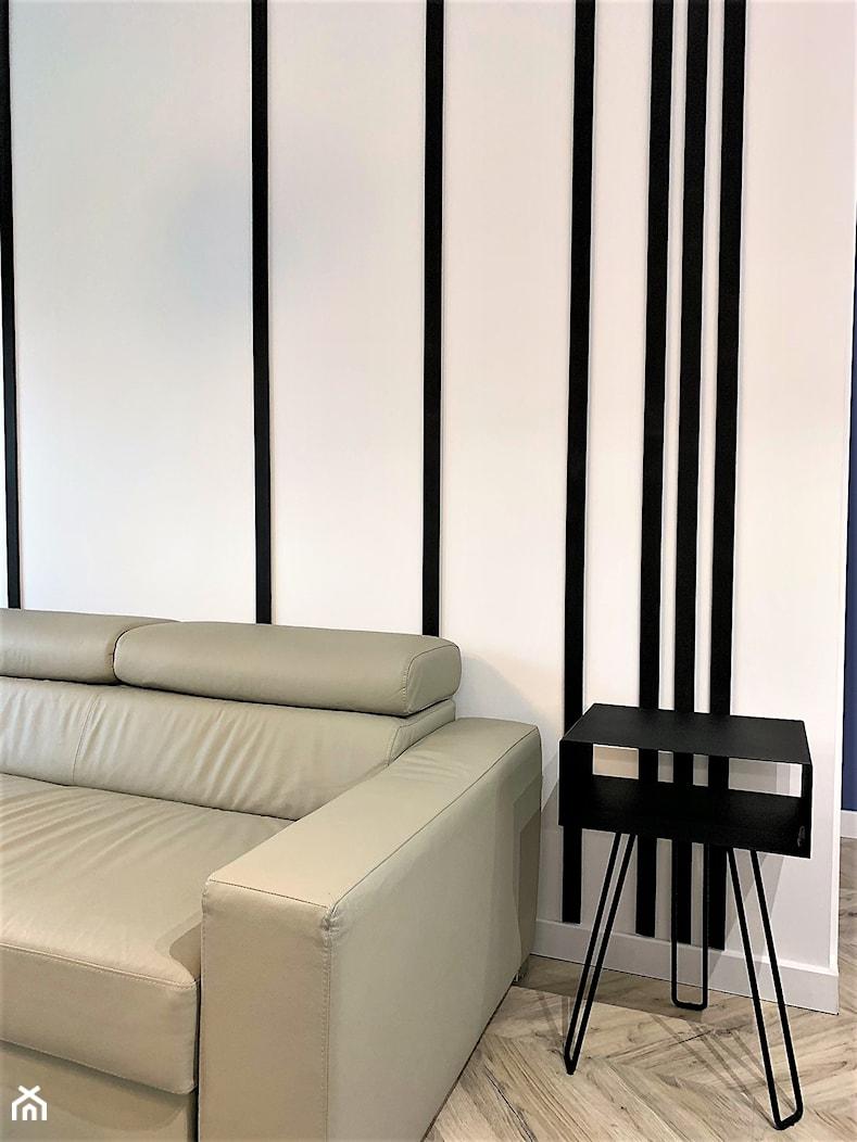 Domowe designerskie laboratorium. Realizacja projektu na wrocławskim Gaju - Mały biały salon, styl nowoczesny - zdjęcie od DekoDeko - Homebook