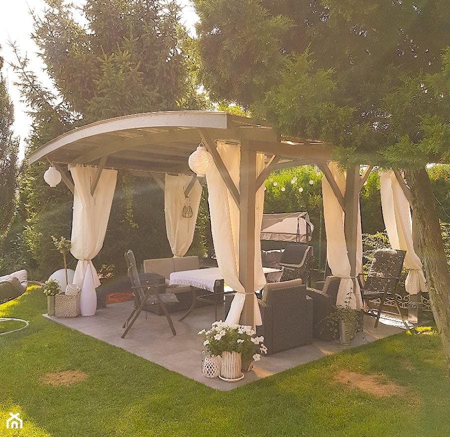#tajemniczyogrod - Średni ogród za domem z altaną - zdjęcie od julita-szynkiewicz