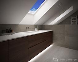Stylowe salony kąpielowe - Mała biała szara łazienka na poddaszu w domu jednorodzinnym z oknem, styl klasyczny - zdjęcie od DemoDesign Jacek Staniszewski Studio projektowania wnętrz