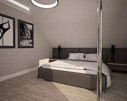 Dom jednopiętrowy na przedmieściach - Średnia biała szara sypialnia małżeńska na poddaszu, styl now ... - zdjęcie od DemoDesign Jacek Staniszewski Studio projektowania wnętrz - Homebook