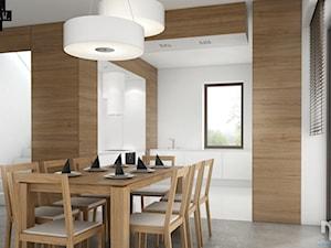 Wzgórza Dylewskie - Średnia otwarta biała jadalnia w kuchni, styl minimalistyczny - zdjęcie od 81.WAW.PL