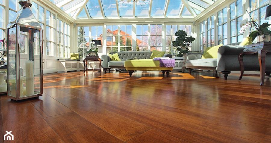Aranżacje wnętrz - Ogród: Podłoga drewniana Iroko - Bosco studio. Przeglądaj, dodawaj i zapisuj najlepsze zdjęcia, pomysły i inspiracje designerskie. W bazie mamy już prawie milion fotografii!