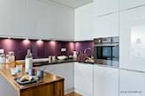 fioletowa ściana w kuchni