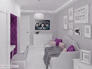 Z pazurem - Średni biały szary fioletowy pokój dziecka dla dziewczynki dla ucznia dla nastolatka, styl glamour - zdjęcie od Homeemotions.architects