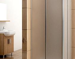 Kabiny prysznicowe Aquaform - Mała biała brązowa łazienka na poddaszu w bloku w domu jednorodzinnym bez okna, styl tradycyjny - zdjęcie od KFA Armatura