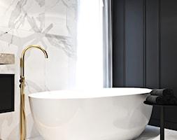 Dom w Holandii - Średnia biała czarna szara łazienka z oknem, styl klasyczny - zdjęcie od Ambience. Interior design