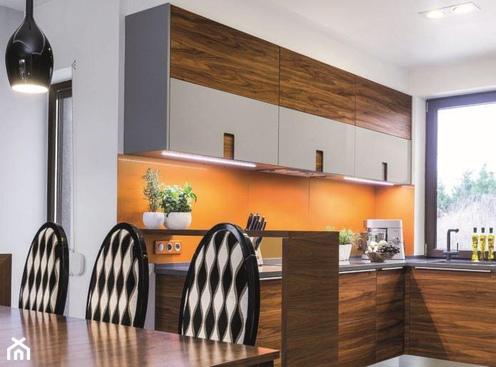 Aranżacje wnętrz - Kuchnia: Kuchnie - Kuchnia, styl eklektyczny - Max Kuchnie. Przeglądaj, dodawaj i zapisuj najlepsze zdjęcia, pomysły i inspiracje designerskie. W bazie mamy już prawie milion fotografii!