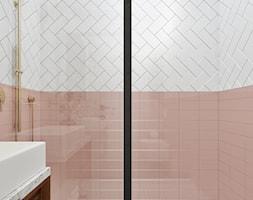 Piggy pink! - Mała biała szara różowa łazienka na poddaszu w bloku w domu jednorodzinnym bez okna, styl vintage - zdjęcie od NSKY architekci