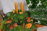 suszone pomarańcze w dekoracji bożonarodzeniowej