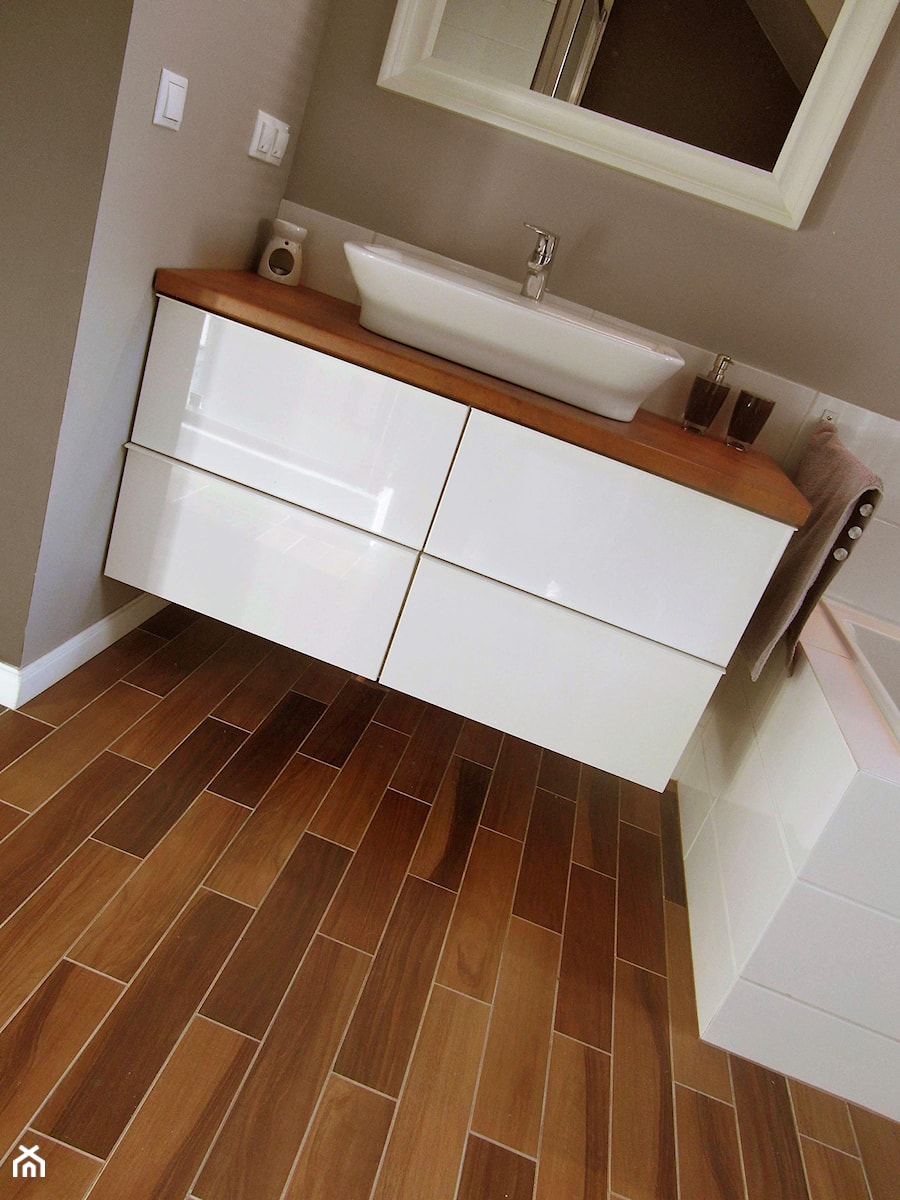 Wszystkie - Mała brązowa łazienka w bloku w domu jednorodzinnym, styl nowoczesny - zdjęcie od REMONT + PROJEKT
