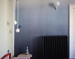 Wnętrze weneckiej kamienicy - Mała szara sypialnia małżeńska, styl eklektyczny - zdjęcie od JUNG Polska - Homebook