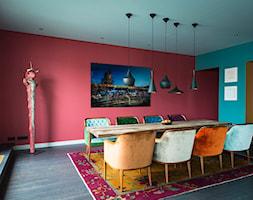 Aranżacje - Duża otwarta zielona różowa jadalnia jako osobne pomieszczenie, styl vintage - zdjęcie od JUNG Polska