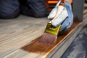 Impregnat, lakier czy olej? Czym zabezpieczyć drewno na zewnątrz?