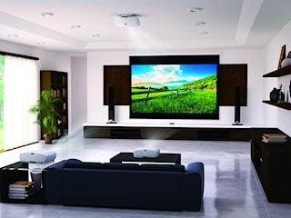 Projektory multimedialne – rozrywka i komfort pracy zdalnej. Poznaj możliwości nowoczesnego sprzętu i #zostańwdomu!