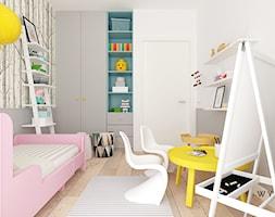 Pokój Zuzi - Mały biały szary pokój dziecka dla dziewczynki dla malucha, styl skandynawski - zdjęcie od Wymiar i Kropka