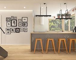 Z folklorem w tle - Średnia otwarta biała kuchnia w kształcie litery u, styl skandynawski - zdjęcie od WERDHOME