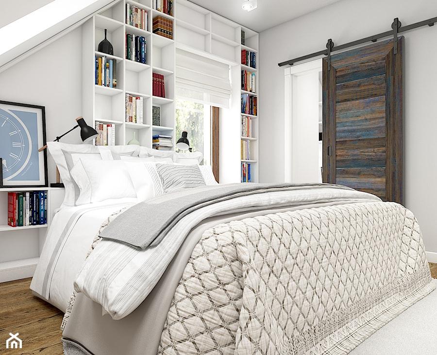 Z indygo - Mała biała sypialnia dla gości na poddaszu - zdjęcie od WERDHOME