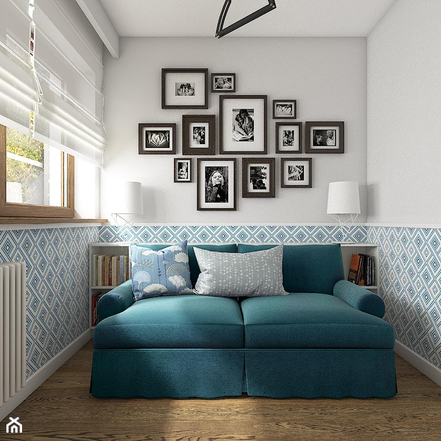 Z indygo - Małe niebieskie białe biuro kącik do pracy w pokoju - zdjęcie od WERDHOME