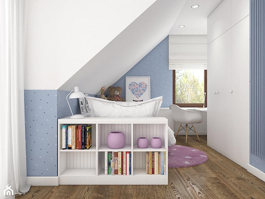 Z indygo - Średni biały pastelowy niebieski pokój dziecka dla dziewczynki dla nastolatka - zdjęcie od WERDHOME