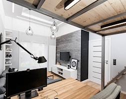 APARTAMENT Z ANTRESOLAMI - Mały biały salon z jadalnią, styl nowoczesny - zdjęcie od HOUSE DESIGN