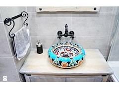 Meksykańska umywalka w otoczeniu szarości