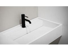 Dlaczego warto wybrać umywalkę z odpływem liniowym?