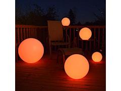 Świecące kule RGB - odrobina magii w twoim ogrodzie.