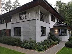 Do jakiej wysokości można kleić beton architektoniczny albo kamień naturalny na elewacji