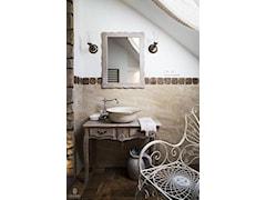 Kinga - umywalka ręcznej produkcji z koronkowym brzegiem