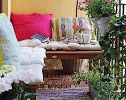 Ogród na balkonie - Mały taras z tyłu domu - zdjęcie od KarinaPe